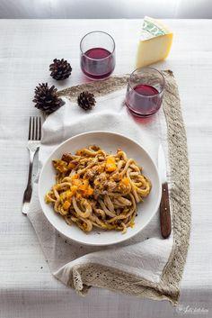Pici con la zucca, salsiccia e pecorino