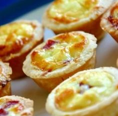 Mini quiches (carrot and cucumber sticks with kids sauce, apple sauce or fruit and dessert)
