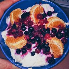 I don't want to fck up your diet but I must share this #fruit #pudding full of #curd  #mandarin #blueberries and #blackberries too  If you'd ask me for a macros a rly don't know but I think it's not that big bowl so I would say smthng abou 500-600  http://ift.tt/2l9THtf