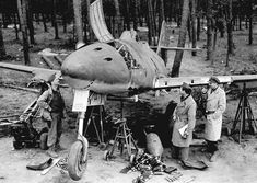 30 images of the Messerschmitt Me 262 wrecked, captured, destroyed or abandoned - The World's First Combat Jet