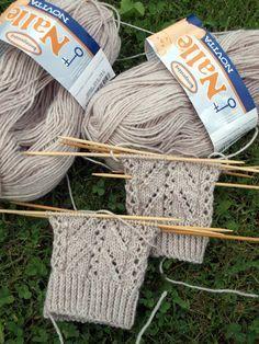 Wool Socks, Knitting Socks, Knitted Hats, Designer Socks, Baby Knitting Patterns, Fun Projects, Arm Warmers, Mittens, Ravelry
