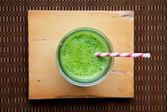 Kale and spinach in the same smoothie? That's a lot of green.Kale, Spinach, and Pear Smoothie Serves: 2 1 heaping cup spinach leaves 1 heaping cup chopped kale leaves pear 1 frozen banana 1 cups cold almond milk (or soy milk or orange juice) 1 tbsp honey Pear Smoothie, Juice Smoothie, Smoothie Drinks, Healthy Smoothies, Smoothie Recipes, Green Smoothies, Healthy Drinks, Healthy Snacks, Cucumber Smoothie