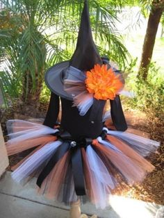 black and orange witch costume. How easy would this be to make? Adorable. by paige
