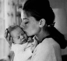 Sean Hepburn Ferrer was born on 17 July of 1960. Was the first Audrey´s child in the marriage with the actor and director Melchor Ferrer. Audrey described a lot of times her happiness about being a mother after some complications. She said always her dream was having a children.