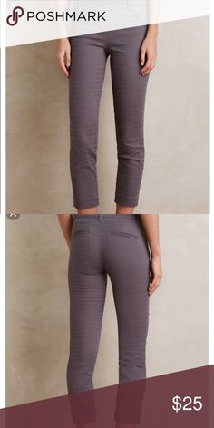 Cartonnier Grey Charlie Trouser Size 4! Chic pair of gently used highwater pants from Anthropologie and Cardonnier. Terrific addition to your fall wardrobe, these cropped trousers would go well with ankle boots or sneakers! Side zipper and button closure. Anthropologie Pants Ankle & Cropped