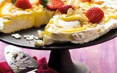 Pavlova com lemon curd e amêndoas tostadas