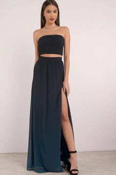 Embrace the night with our Adalynn Ombre Maxi Skirt. Featuring ombre fabrication with a high side slit detail. Pair with Adalynn Ombre Crop Top to com Diy Maxi Skirt, Maxi Skirt Outfits, Maxi Skirt With Slit, Maxi Skirts, Strapless Dress Formal, Prom Dresses, Formal Dresses, Top Y Pollera, Moderne Outfits