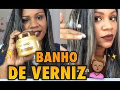 Nesse vídeo Natalia Souza mostra como deixar o cabelo muito brilhoso com uma máscara da Forever Liss o banho de verniz E faz um passo a passo rapidinho vcs g...