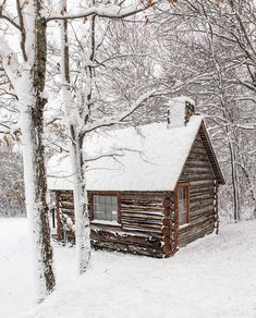 Why You Should Consider Buying a Log Cabin - Rustic Design Small Log Cabin, Log Cabin Kits, Log Cabin Designs, Log Cabin Homes, Cozy Cabin, Log Cabins, Rustic Cabins, Just Argentina, Grid Architecture