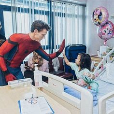 Unseen pics of Tom visiting a Children's Hospital! Swipe for more @tomholland2013 | #tomholland #spidermanhomecoming