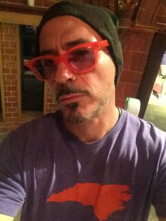 I've been unemployed for 2 days and require excitement. - RDJ's FB Oooooo, he is wearing an NC SHIRT! Avengers Cast, Avengers Memes, Marvel Jokes, Marvel Funny, Marvel Photo, Marvel Actors, Marvel Avengers, Robert Downey Jnr, Tony Stank