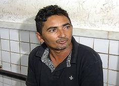 Ambulante dirige sem CNH, bate em moto e acaba preso na Serra +http://brml.co/1d3ekCP