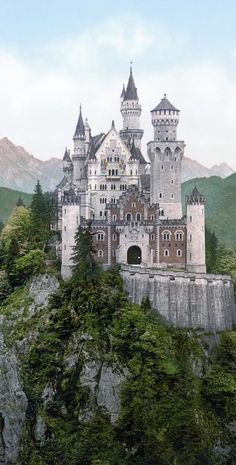 Neuschwanstein Castle - Germany (ROMANTIC ROAD and Neuschwanstein Castle) Neuschwanstein Castle, Art And Architecture, Amazing Spaces, Study Abroad, Medieval, Rey, Landscape Photography, Ruins, Barcelona Cathedral