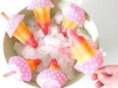 Makkelijke traktaties: Met deze 14 makkelijke traktatie ideeën ben je in een handomdraai klaar, met een top traktatie als resultaat. Zoals deze raket ijsjes. Birthday Treats, Party Treats, Party Gifts, Summer Snacks, Summer Drinks, Nasa Party, Astronaut Party, Bubble Party, Time Kids