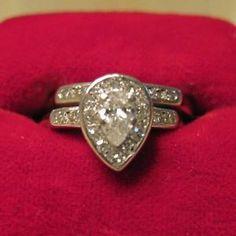 REDUCED! BEAUTIFUL VINTAGE DIAMOND PEAR SHAPED ENGAGEMENT RING SET
