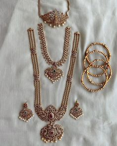 Antique Jewellery Designs, Fancy Jewellery, Gold Jewellery Design, Gold Jewelry, Gold Necklace, Jewelery, Delicate Jewelry, Simple Necklace, Gemstone Necklace