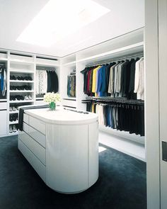 Vast art collector Howard Rachofsky contracted his home to be built by the renowned architect Richard Meier, in Dallas, Texas. Men Closet, Wardrobe Closet, Master Closet, Closet Space, Richard Meier, Walk In Closet Design, Closet Designs, Dressing Room Closet, Dressing Rooms
