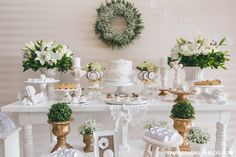 Mesa decorada de Batizado branco e dourado - Le Monde Colore