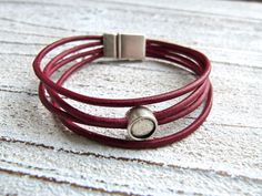 Leatherbracelet in red by Charmecharming 15,00 €