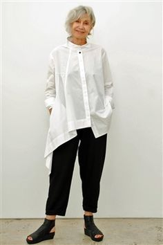 Moyuru white cotton shirt with one long dropped asymetrical side. Moyuru white cotton shirt with one long dropped asymetrical side. Mode Outfits, Fashion Outfits, Womens Fashion, Woman Outfits, Kleidung Design, White Shirts, Long White Shirt, White Outfits, Sewing Clothes