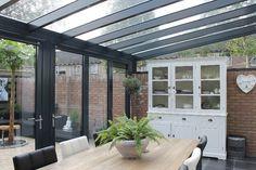 Grijze aluminium veranda met vouwwanden Home And Garden, Garden Room, Outdoor Decor, House Design, Garden Room Extensions, Decks And Porches, House Styles, New Homes, Home Deco