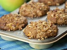 Muffins matinaux glorieux - 1.5 tasse de farine de blé + .5 t. de farine de sarasin, boisson de noix de coco, remplacer l'huile par de la compote de pommes, raper les pommes Les garçons aime beaucoup.