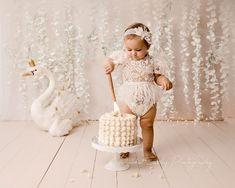 1st Birthday Photoshoot, 1st Birthday Party For Girls, First Birthday Pictures, Girl Birthday Decorations, Girl Birthday Themes, Birthday Ideas, Baby Cake Smash, 1st Birthday Cake Smash, Cake Smash Cakes