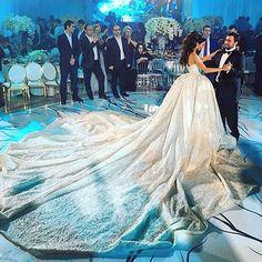 Beautiful gown designed by Krikor jabotian @krikorjabotian ! #mondayinspiration