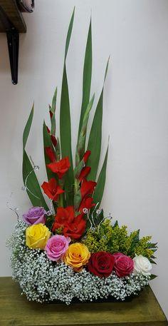 Para .festas Gladiolus Arrangements, Funeral Floral Arrangements, Easter Flower Arrangements, Creative Flower Arrangements, Ikebana Flower Arrangement, Beautiful Flower Arrangements, Beautiful Flowers, Altar Flowers, Church Flowers