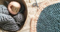 Alfombra de lana circular, por Living Crochet