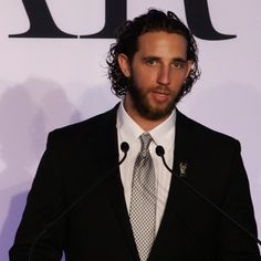 San Francisco Giants pitcher Madison Bumgarner accepts the 2014 Sports Illustrated Sportsman of the Year award.