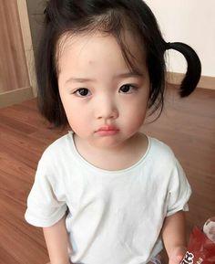 Pin by nhac phim on hài trẻ gô Cute Asian Babies, Korean Babies, Asian Kids, Cute Baby Meme, Baby Memes, Japanese Babies, Chinese Babies, Cute Little Baby Girl, Cute Baby Girl Pictures