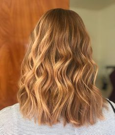 Strawberry Blonde Hair: Light & Dark Highlights and Style Ideas Have you ever wanted to try a . Blonde Sombre, Blonde Color, Strawberry Blonde Highlights, Dark Highlights, Short Hair Cuts For Women, Short Hair Styles, Hair Brained, Bleached Hair, Red Hair