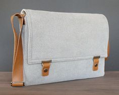 Laptop messenger bag - light gray herringbone