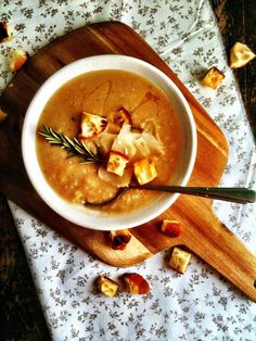 Tuscan White Bean Soup with Leeks & Roasted Garlic