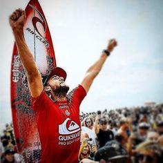 O surfista @mattwilko8 mais conhecido como #mattwilko é o grande #campeão da primeira etapa da @wsl em #goldcost #quiksilverpro na #australia que tem 3 etapas no #tour depois de vencer @adrianodesouza nas quartas de final e @filipetoledo na semifinal @mattwilko8 fez uma final alucinante com @koloheandino22 consagrando-se #vencedor do evento com 0.54 pontos de diferença o evento foi realizado em #snapperrocks  #mattwilko é de #copacabana #NSW na #Austrália e tem a @ripcurl_surff como seu…