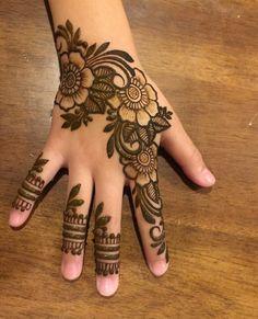 Henna Designs For Kids, Modern Henna Designs, Henna Tattoo Designs Simple, Floral Henna Designs, Finger Henna Designs, Mehndi Designs Feet, Back Hand Mehndi Designs, Latest Bridal Mehndi Designs, Henna Art Designs