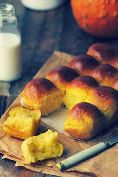 Condensed Milk + Butternut Squash Rolls my fav memory of Thanksgiving! Sweets Recipes, Mexican Food Recipes, Cooking Recipes, Desserts, Pan Dulce, Biscuits, Sweet Dough, Bread Bun, Portuguese Recipes