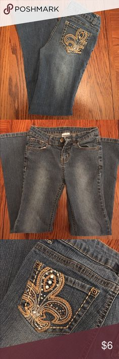 Girls Jeans Cute jeans with design back pocket. No flaws in good used condition. Bottoms Jeans