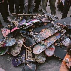 Skateboard Design, Skateboard Art, Beginner Skateboard, Art Surf, Skate Photos, Estilo Indie, Skate Girl, Skater Boys, Cool Skateboards