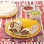 Scopri come preparare le tortillas arrotolate con carne, una sfiziosa ricetta messicana a base di manzo, facile da realizzare.