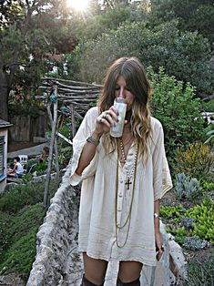 Hippie Shirt Dress – Not *really* My Style – but I like it – may try it – tho I … - hippie style Boho Chic, Bohemian Mode, Boho Gypsy, Bohemian Style, Ibiza Style, Gypsy Chic, Hippie Boho, Casual Chic, Looks Hippie