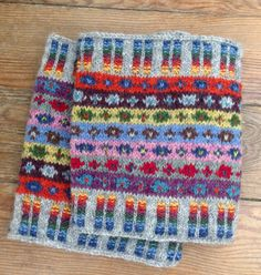 Fair isle knitted boot cuffs by Teresa Homem de Mello. Kaffe Fasset inspiration for the stripes pattern and corrugated rib design by me. Jamieson & Smith yarn from Retrosaria Rosa Pomar