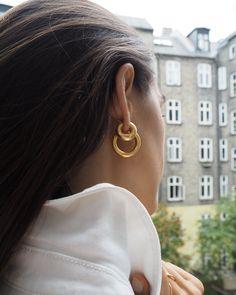 Large Gold Circle Drop Earrings - Big Hoop Earrings/ Sparkly Hoops/ Geometric Earrings/ Elegant Hoops/ Circle Earrings/ Gifts for Her - Fine Jewelry Ideas Diamond Hoop Earrings, Sapphire Earrings, Circle Earrings, Silver Hoop Earrings, Diamond Studs, Crystal Earrings, Bar Stud Earrings, Looks Street Style, Vogue