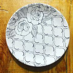 tattoo - mandala - art - design - line - henna - hand - back - sketch - doodle - girl - tat - tats - ink - inked - buddha - spirit - rose - symetric - etnic - inspired - design - sketch Hand Painted Pottery, Blue Pottery, Ceramic Pottery, China Painting, Ceramic Painting, Ceramic Art, Wall Art Designs, Paint Designs, Pottery Painting Designs