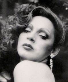 Holly Woodlawn ,would have turned 71 today, was a transgender actress born in Puerto Rico, who achieved underground stardom in the Living in NYC she hung around Andy Warhol s factory where she caught the eye of War. Glam Rock, Puerto Rican Actresses, Holly Woodlawn, Superstar, Candy Darling, Fabulous Birthday, Happy Birthday, Hollywood, Wild Ones