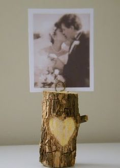 Not only are the Lovely Woodland Escort Card Holders the cutest things ever, but they're also versatile, making them the perfect rustic wedding ideas. Use these as adorable DIY anniversary gifts for him or cute Valentine's Day gifts for boyfriend. Diy Foto, Foto Fun, Picture Holders, Photo Holders, Card Holders, Diy Tree, Wood Crafts, Diy Crafts, Small Trees
