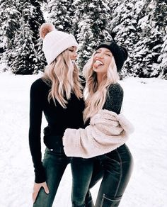 Best Ideas Fashion Photography Ideas Winter Snow - Cool Weather Looks - Photography Ideas Snow Photography, Photography Poses, Fashion Photography, Christmas Photography, Travel Photography, Aperture Photography, Photography Classes, Photography Business, Newborn Photography
