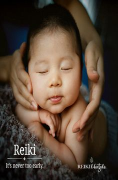 Reiki is a Japanese healing technique. These techniques were rediscovered by a Buddhist monk Mikao Usui. The word Reiki means universal life force. Baby Massage, Baby Names 2017, Popular Girl Names, Siege Bebe, What Is Reiki, Future Maman, Baby Care Tips, Ways To Relax, Healthy Kids