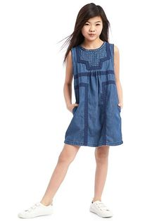 The new girl fashion collection from Gap is stylish, and it will exude their personal fashion flawlessly. Populate their wardrobe with the latest in versatile girls fashion clothes. Annie Costume, Baby Kids Clothes, Kids Clothing, Overall Shorts, Dress Skirt, Kids Outfits, Kids Fashion, Maternity, Fashion Dresses